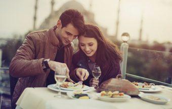Un repas en amoureux pour offrir un cadeau original